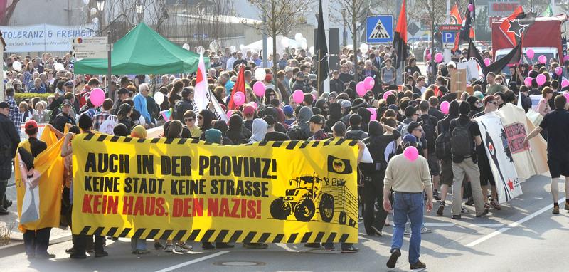 Bad Neuenahr: Rund 300 Teilnehmer beteiligten sich am Demonstrationszug der Antifa.